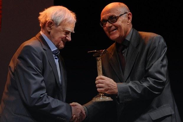 От «Нацбеста» до «Русского Букера»: Кому и за что дают российские книжные премии