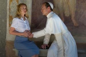 Джуд Лоу в роли понтифика в«Молодом папе», новые песни Дрейка иЗвягинцев оцензуре