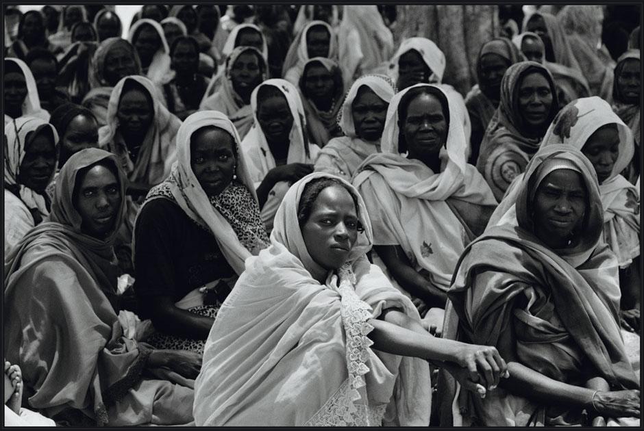 «Мертвые — это неприятно, ноэто нестрашно»: Выставка Виктории Ивлевой «Африканские дневники»