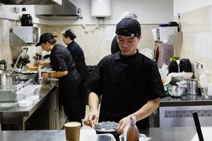 Как выглядит ресторан будущего— безстоликов иофициантов