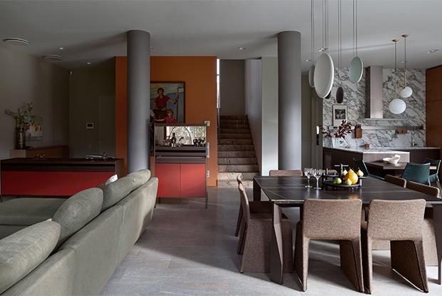 Двухэтажный дом-трапеция стеррасой подЕкатеринбургом