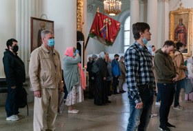 В Петербурге снимают карантин — открыли кладбища ихрамы. Вот как это выглядит