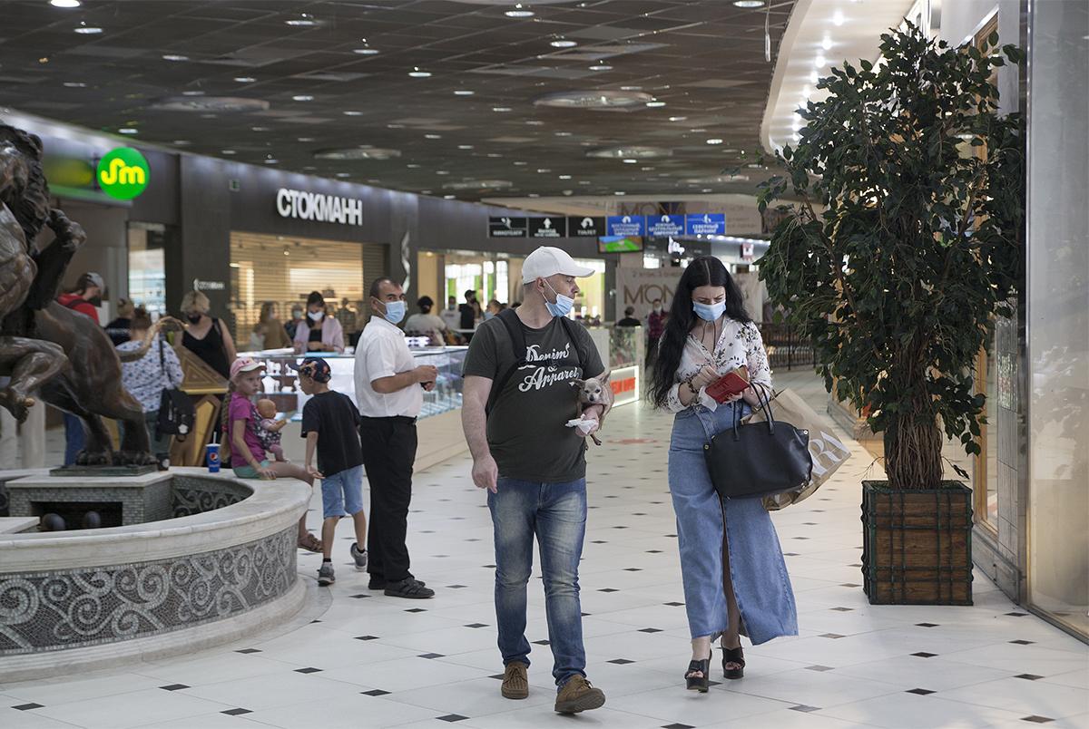 В Екатеринбурге открылись торговые центры. Что там происходит?