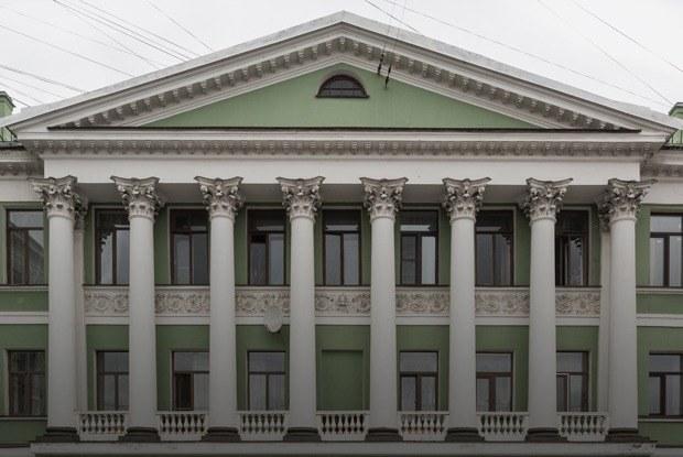 Я живу в Доме с ротондой наГороховой (Петербург)