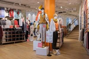 Первый в России стрит-ретейл-магазин Uniqlo в обновленном Домемод