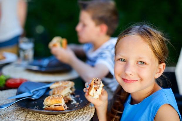 «Макдоналдс» — об исчезновении чизбургеров из детских наборов