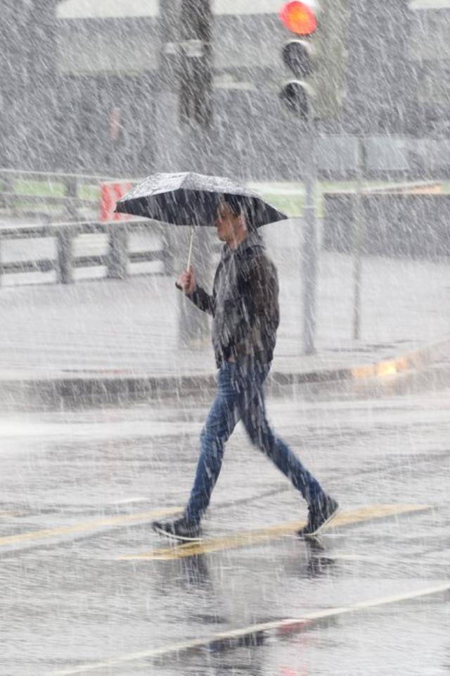 ВМоскве иобласти 8апреля ожидаются дождь, ветер имокрый снег. Ноуже ввыходные придет «супервесна»
