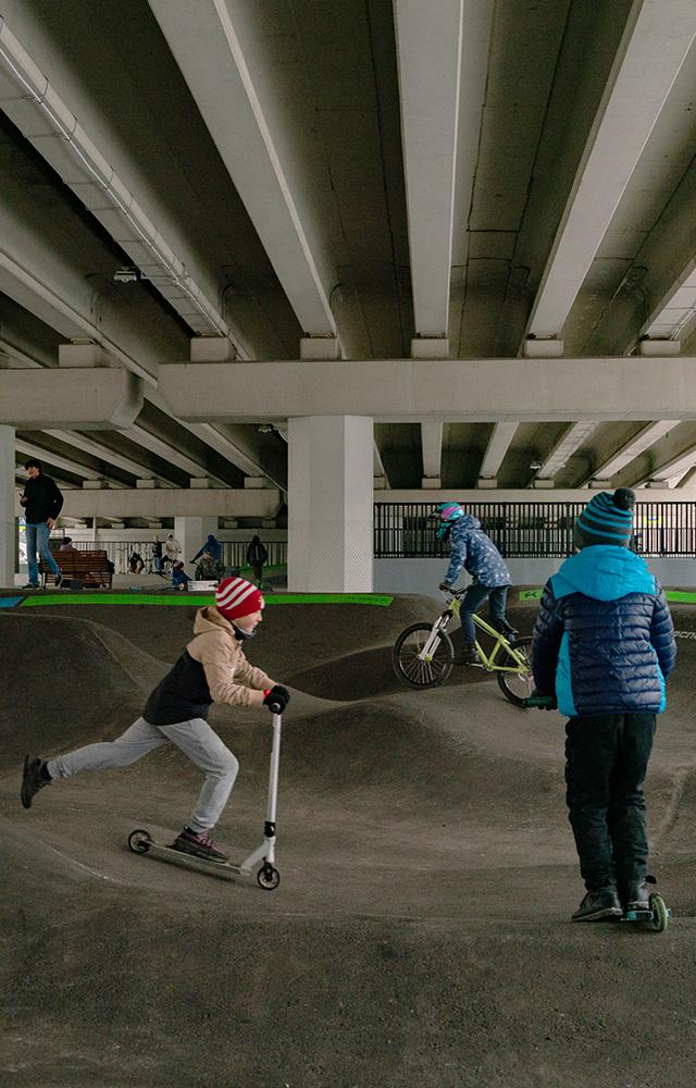 Как выглядят первые вРоссии скейтпарки под мостами