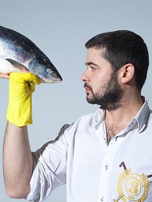 Рыбку съесть: Почему лавка «Свои люди» закрыла магазины и открывает рестораны