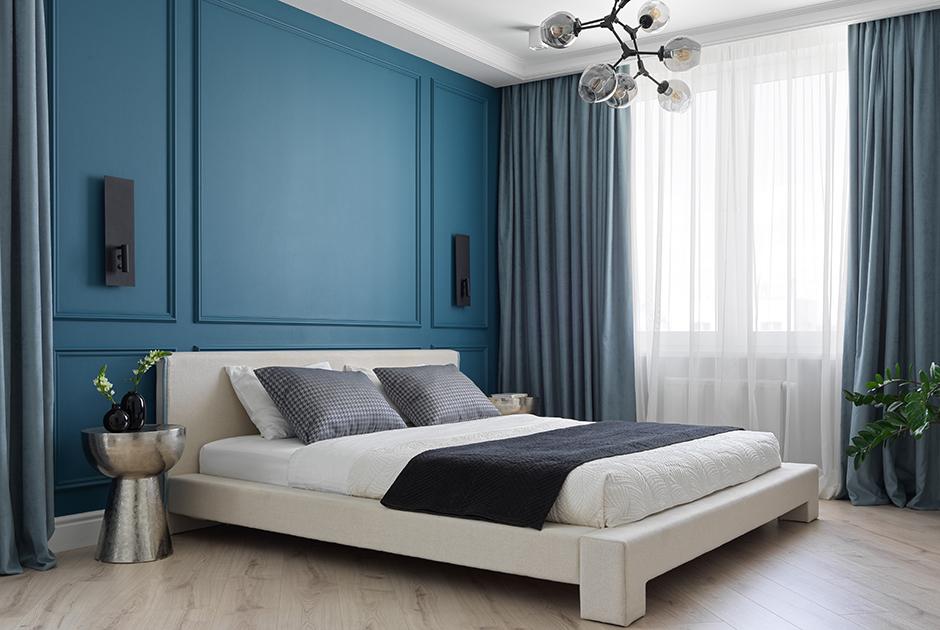 Сканди-классика и синие акценты втрехкомнатной квартире в ЖК«Мечта»