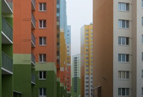 За КАД Петербурга: Как живётся новосёлам наулице Хармса