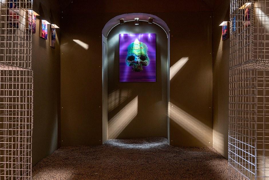 «Криптокатакомба»: Как устроена первая в Петербурге выставка NFT-искусства