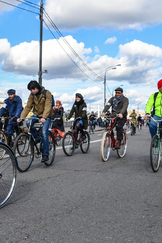 День без автомобиля— москвичи могут целый час кататься навелосипеде бесплатно