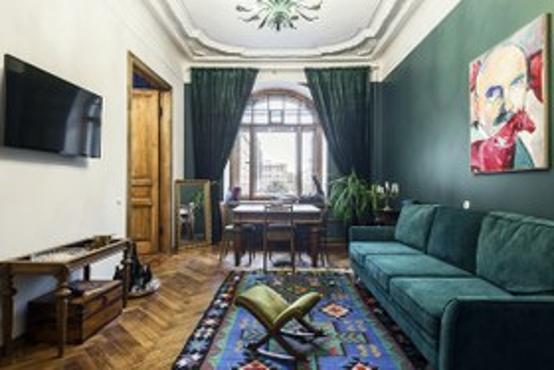 Квартира с историческими интерьерами на Старо-Невском