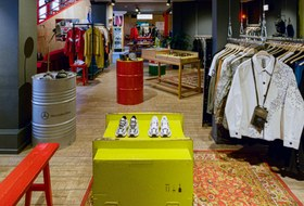 Стритвир и дворовые вечеринки: Магазин Nuw.Store на«Флаконе»