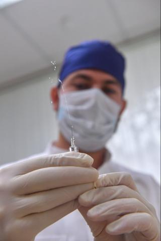 С5сентября вМоскве начнется вакцинация откоронавируса. Ейнедоверяют даже медики
