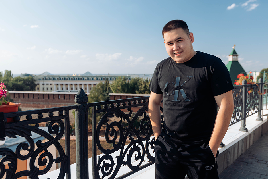 Лауреат «Грэмми» Imanbek — о поиске музыки в детстве, любимой «Приоре» и уютном родном городе
