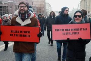 «How come, chief Putin?»: Ктопридумал плакаты смарша Немцова