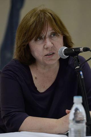 Светлана Алексиевич напишет книгу опрошлогодних белорусских протестах