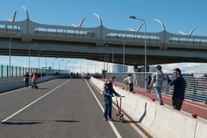 Как выглядит Яхтенный мост — самый длинный пешеходный мост города