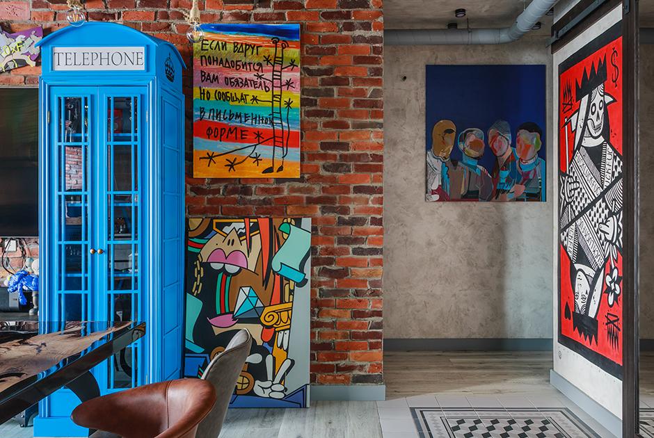 Квартира в стиле лофт сколлекцией современного искусства