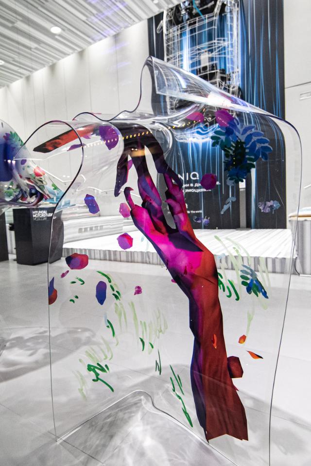 Вгалерее Hyundai Motorstudio открылась выставка «Мир напроводе»
