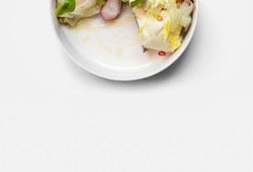 Брускетта савокадо, сыром шевр икорнеплодами