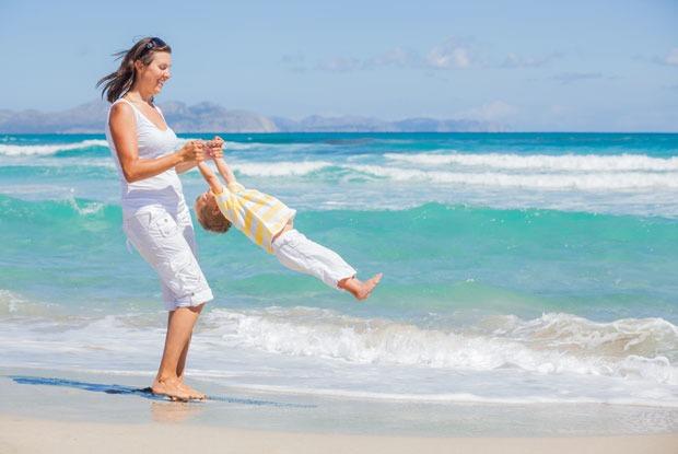 Одна на море с детьми: 10 правил пляжного отдыха