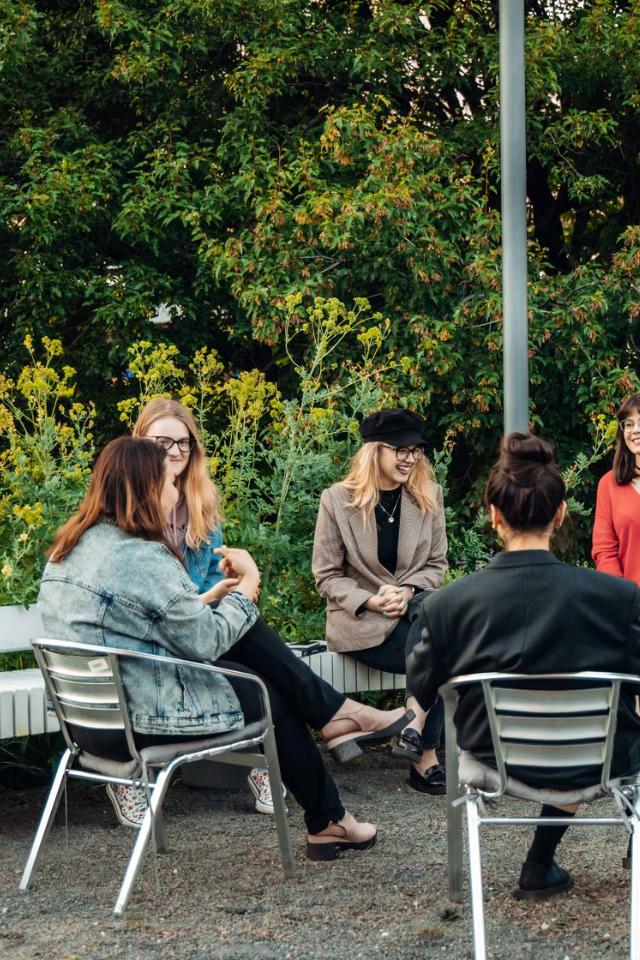 В книжном клубе «Лама» обсудят «Тревожных людей» Фредрика Бакмана