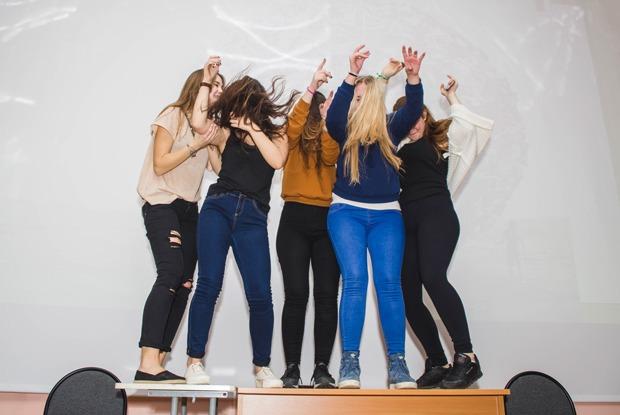 «Все такие быдловатые»: Что происходит намосковских школьных дискотеках