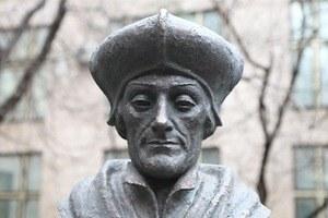 Фоторепортаж: Памятник Эразму Роттердамскому вМоскве