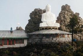 От Беслана к буддизму: Кто строит монастырь в горах Урала