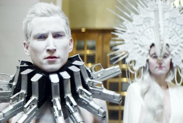 Третье нападение на школу, политический клип Тимберлейка иновый альбом Fall Out Boy