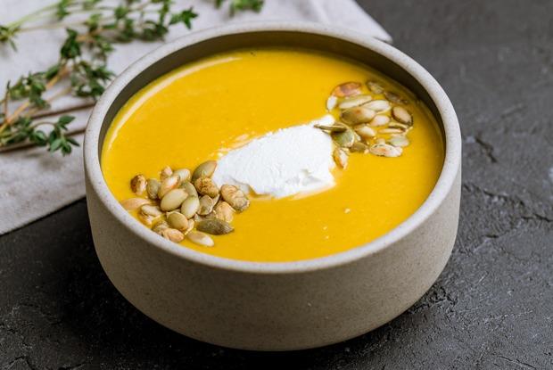 Готовим и согреваемся: 5несложных рецептов супов наосень