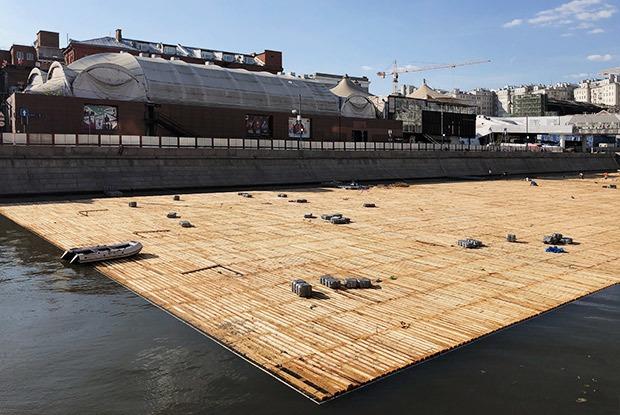 Что заплот строят наМоскве-реке?