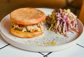 Новые десерты в«Печорине», греческие завтраки вEva, израильское кафе Dizengof99 в «Красной стреле»