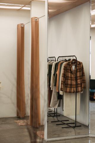 В Москве закроется магазин одежды Parcel