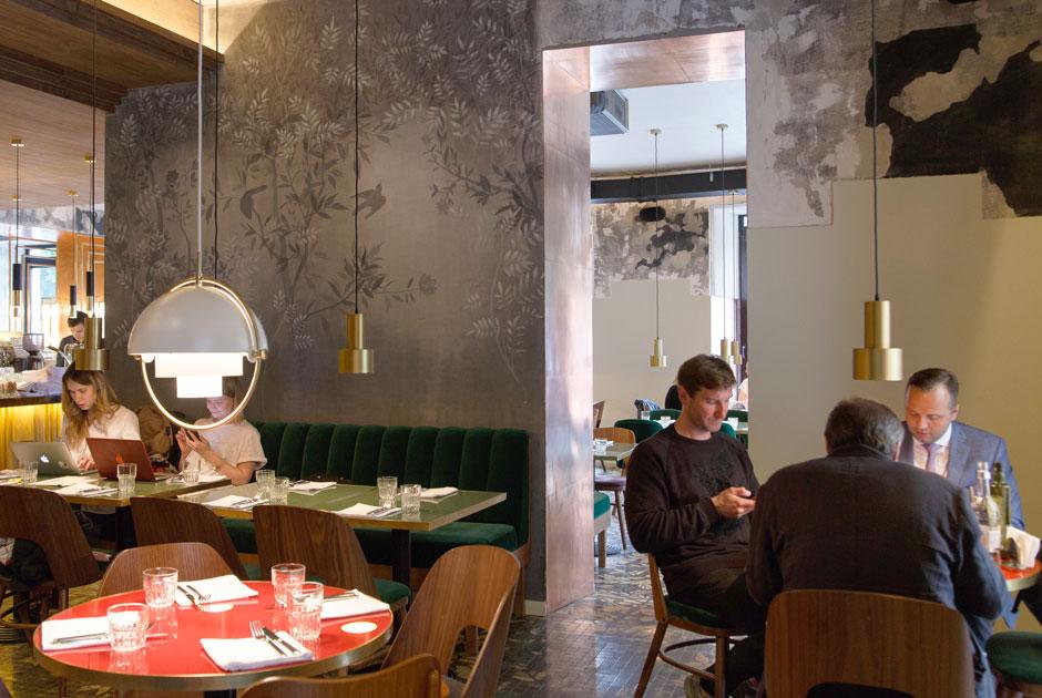 За 14 дней, неделю или сутки: Засколько нужно бронировать столик впопулярные рестораны Москвы