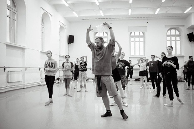 «Театр — это не музей»: Вячеслав Самодуров о том, как делает Оперный современным