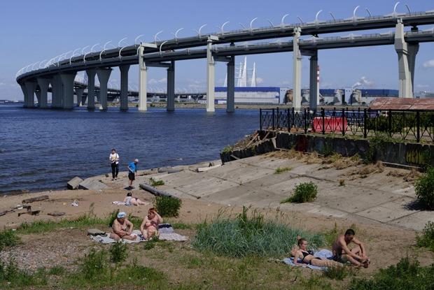 Город-пляж: Как летом живут набережные Петербурга