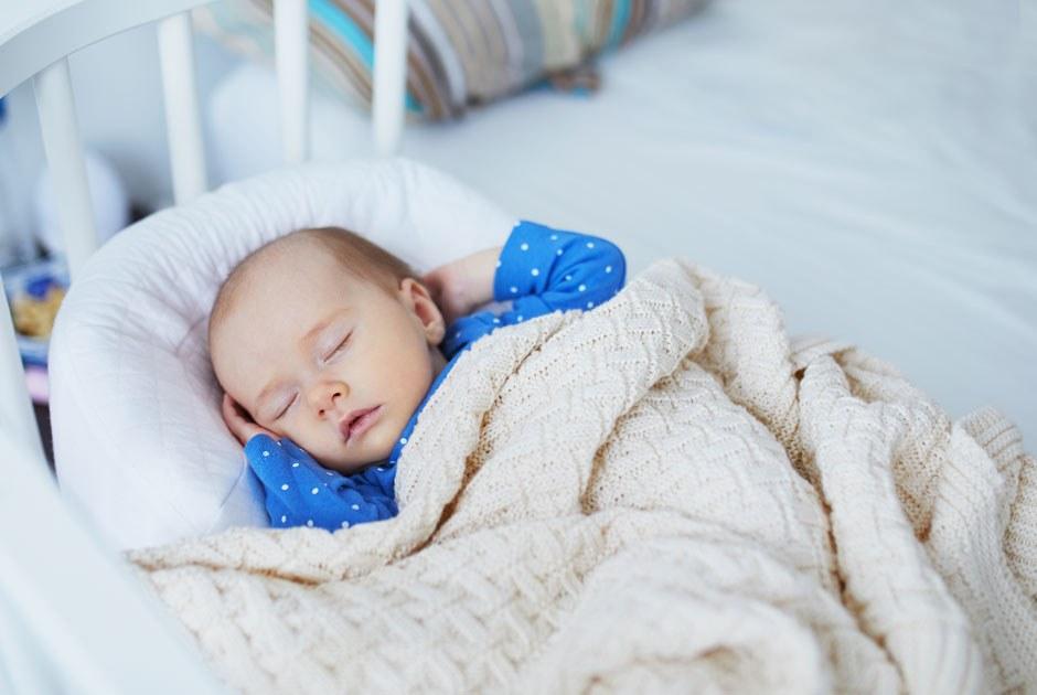 Специалистка по детскому сну Юлия Доманова — оночных пробуждениях, укачивании исовместном сне