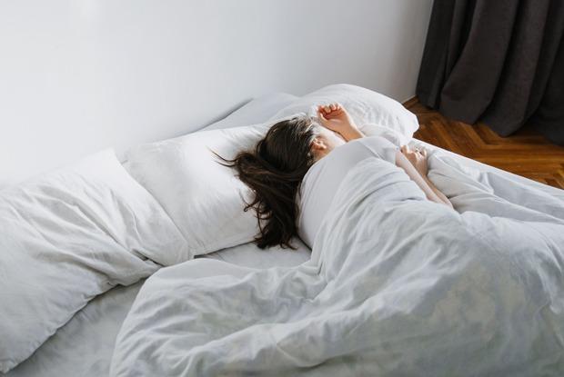 Сон для слабаков: Почему надо бороться ссонным мачизмом