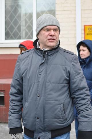 Сергея Митрохина освободили. Его задерживали прямо вОВД, куда онпришел пообязательству оявке из-за пикетов уСовфеда