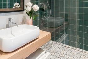 Водные процедуры: Какувеличить ванную комнату