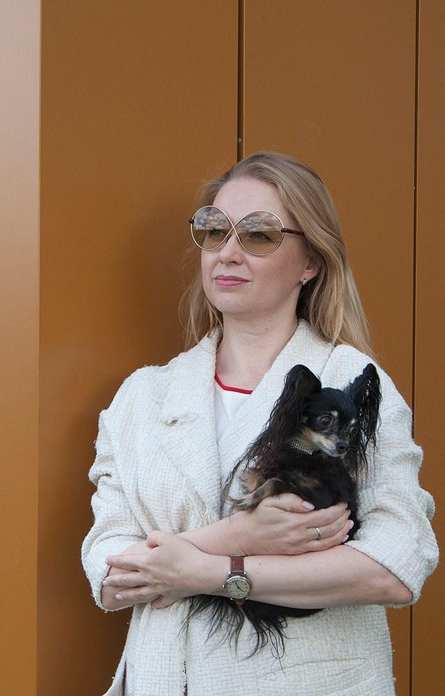 Русский той Леся: Какминиатюрная собака небоится окружающих ипутешествует по миру