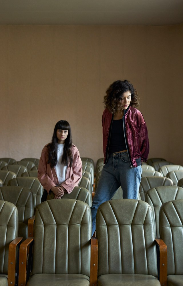 «Сестры»: Как две девушки сакадемическим образованием оказались налейбле Скриптонита