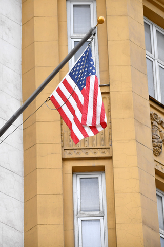 С1августа посольство США перестанет осуществлять консульские услуги