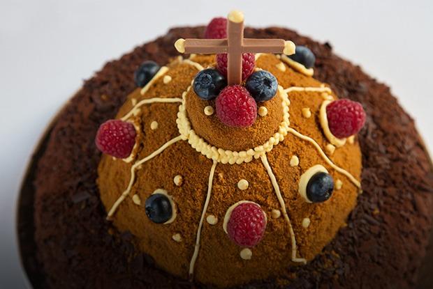 Шоколадные купола: Кондитеры готовят альтернативные торты Москвы