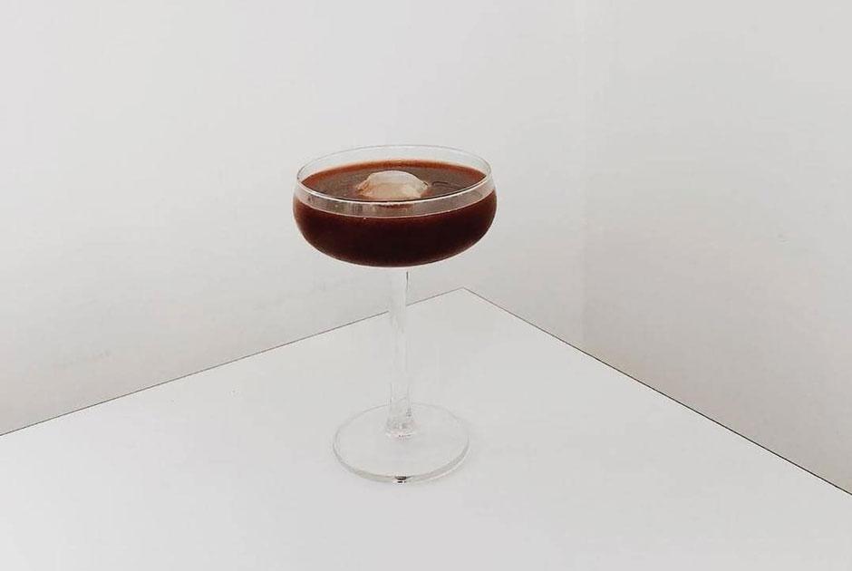Холодный, эспрессо-тоник ибамбл: Какой кофе мыбудем пить этим летом