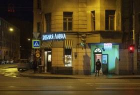 Как в прорезных арках угловых домов Петербурга появились микрокофейни